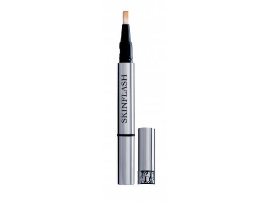 Zoom στο DIOR SkinFlash Radiance Booster Pen