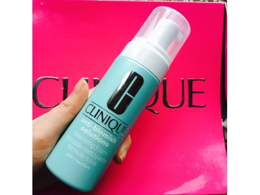Zoom στο CLINIQUE ANTI BLEMISH SOLUTIONS CLEANSING FOAM 125 ML